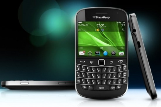 blackberry-bold-touch-splash-e1304339833928-575x384